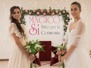 Spose con abiti e bouquet e fiori Magico Si